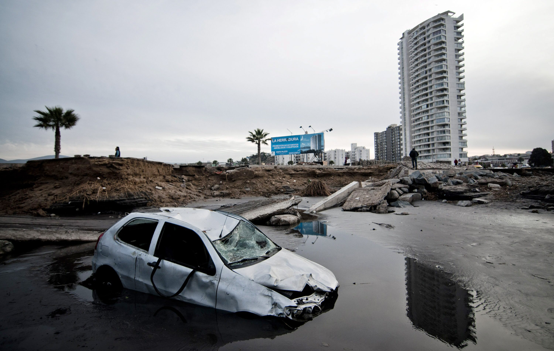 Destroços do tsunami que se seguiu a um terramoto de magnitude 8.3 na escala de Richter no Chile, a 16 de setembro de 2015.