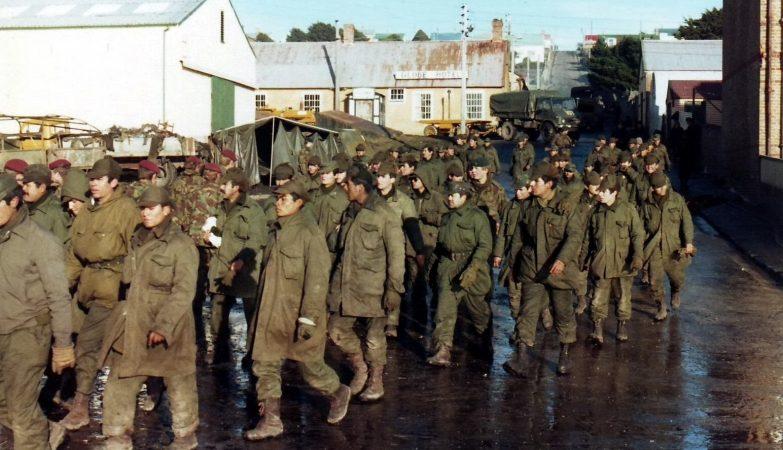 Prisioneiros de guerra argentinos nas ilhas Malvinas, 16 Junho 1982
