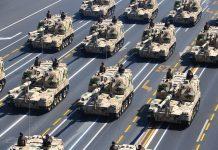 Veículos de artilharia pesada autónoma na parada militar do 70º Aniversário da Vitória da China sobre o Japão, 3 de Setembro, Praça Tianamen, Pequim, China