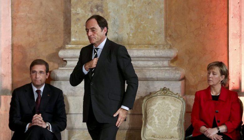 O vice-primeiro-ministro Paulo Portas, juntamente com o primeiro-ministro Passos Coelho e a ministra das Finanças Maria Luis Albuquerque, na tomada de posse do XX Governo