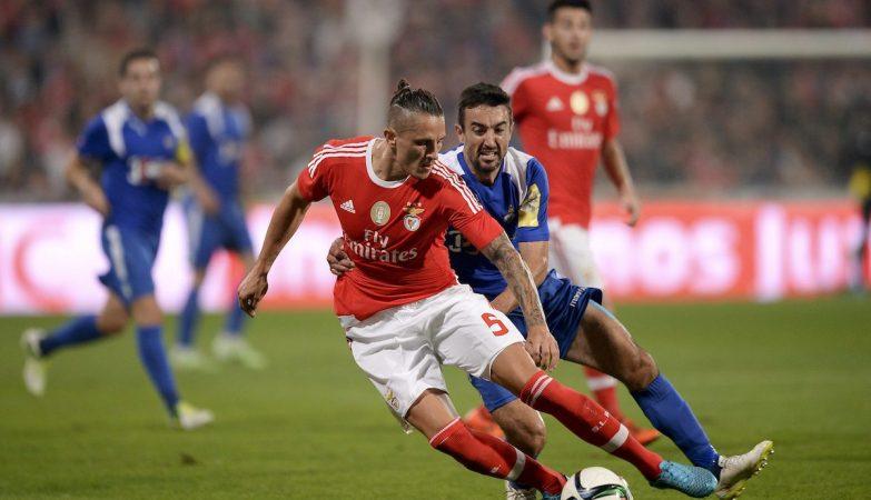 Nuno Castro (Vianense) com Fejsa (Benfica)