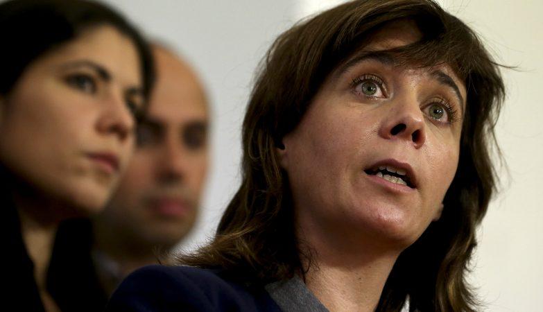 A porta-voz do Bloco de Esquerda, Catarina Martins, fala à imprensa após a reunião de hoje com o secretário-geral do Partido Socialista, António Costa