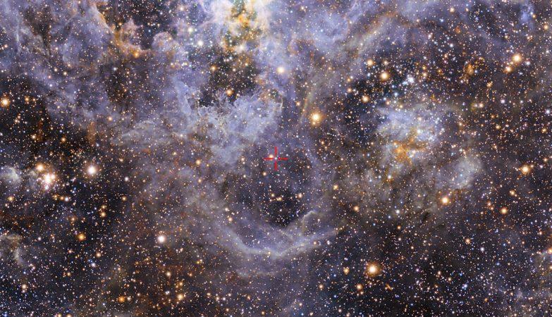 Esta imagem mostra a localização de VFTS 352 — o sistema binário mais quente e mais massivo descoberto até à data, onde as duas componentes estão em contato, partilhando material.