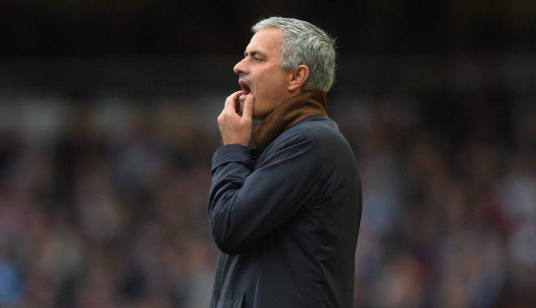José Mourinho, Special One, com a vida cada vez mais complicada em Inglaterra