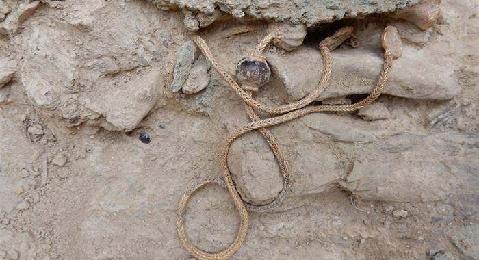 Uma corrente de ouro encontrada no tesouro do guerreiro grego