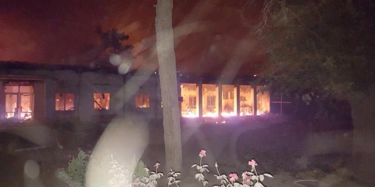 Fogo na ala de traumatologia do Hospital da MSF bombardeado em Kunduz,