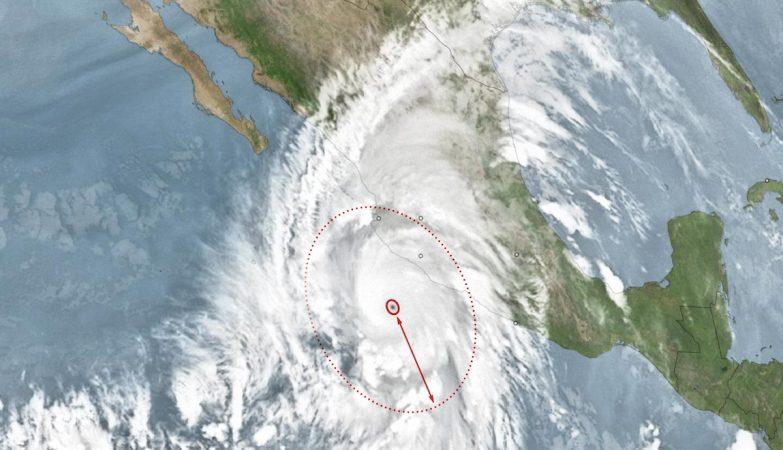 Aproximação do furacão Patrícia à costa do México (esquema NYT com imagens de satélite da NOAA)