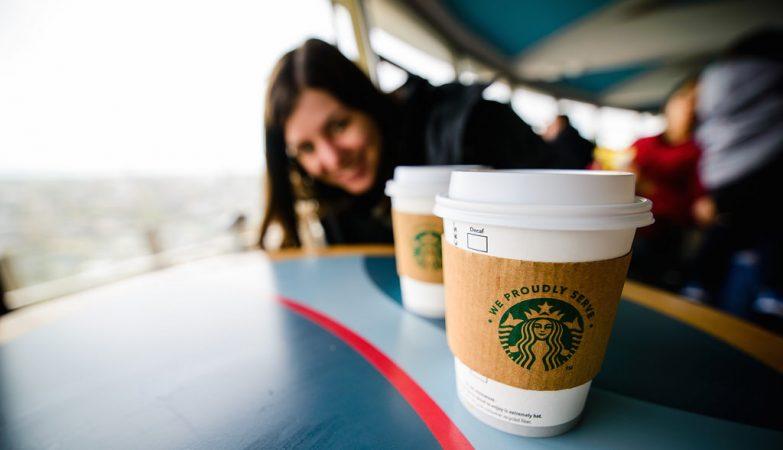 Um café Starbucks, por favor