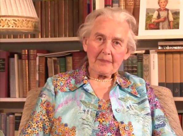 Ursula Haverbeck, alemã condenada a dez meses de prisão por negar a existência do Holocausto