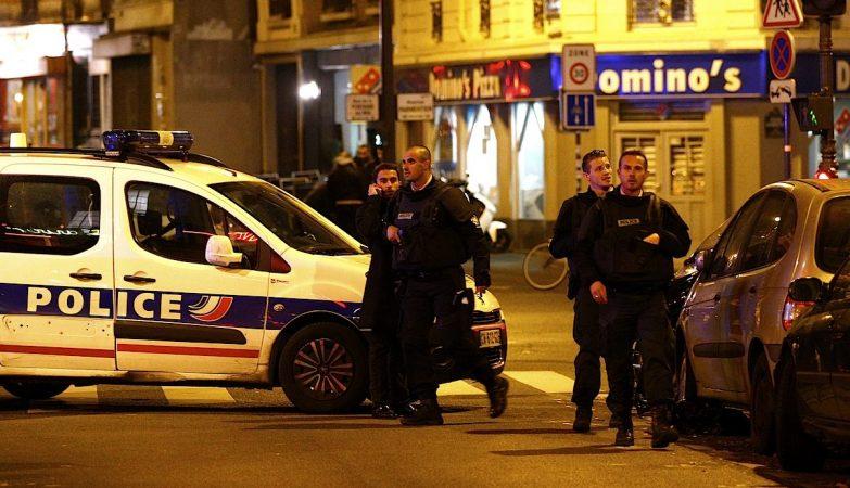 Agentes da polícia francesa num dos locais dos tiroteios
