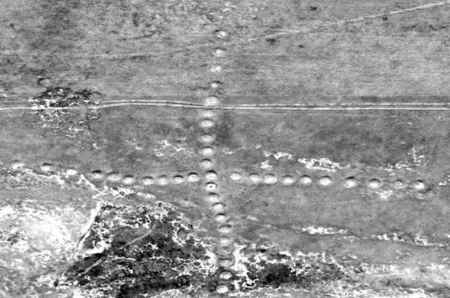 A Grande Cruz de Ashutastinsky, em Turgai, foi a primeira formação que Dmitriy Dey identificou no Google Maps