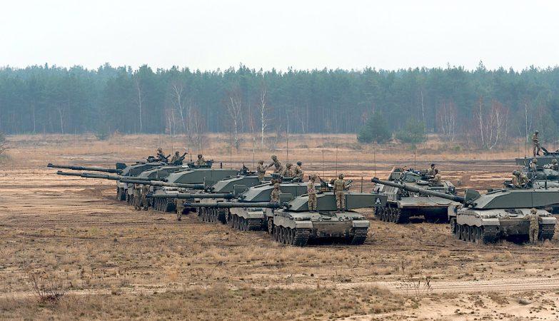Divisão de blindados britânicos em exercício da NATO na Polónia