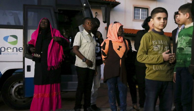 Refugiados sírios e sudaneses à chegada a Penela