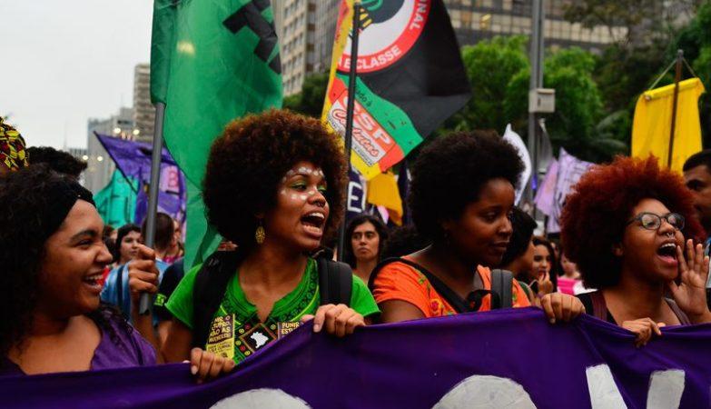 Manifestação contra o PL5069, que dificulta o aborto legal em caso de violação, e pela saída do presidente da Câmara dos Deputados brasileira, Eduardo Cunha