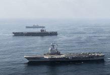 O porta-aviões Charles de Gaulle (em primeiro plano) é o navio almirante da marinha francesa