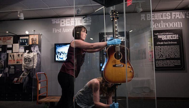 A guitarra de John Lennon esteve desaparecida durante 50 anos