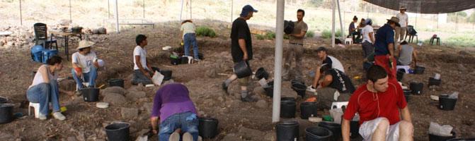 Voluntários mexicanos do Projeto Magdala, que procuram achados arqueológicos na cidade de origem de Maria Madalena