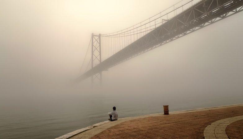 """""""Lisboa Nebulosa"""", por Eduard Gordeev"""