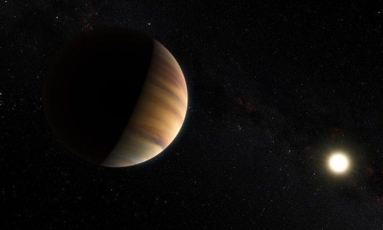Impressão artística do exoplaneta do tipo Júpiter quente 51 Pegasi b, que orbita uma estrela a cerca de 50 anos-luz de distância, na constelação de Pégaso. Este objeto foi o primeiro exoplaneta a ser descoberto em torno de uma estrela normal em 1995. Vinte anos mais tarde é também o primeiro exoplaneta a ser detetado diretamente no visível
