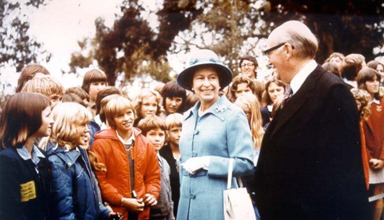 A rainha Isabell II em visita ao seu reino da Austrália em 1977