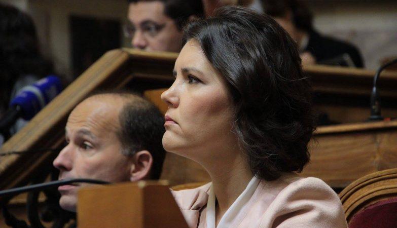 A deputada Assunção Cristas na bancada parlamentar do CDS