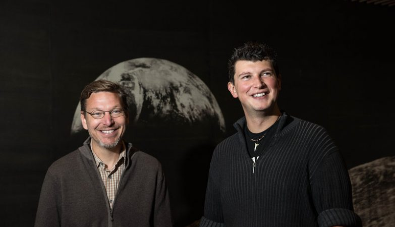 Os astrónomos Mike Brown e Konstantin Batygin