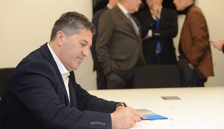 José Peseiro assinou contrato de uma época e meia com o FC Porto.