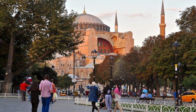 A praça de Sultanahmet, no centro histórico de Istambul, na Turquia