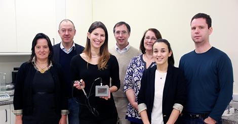 A equipa de investigadores da FCNAUP e FEUP responsável pelo dispositivo