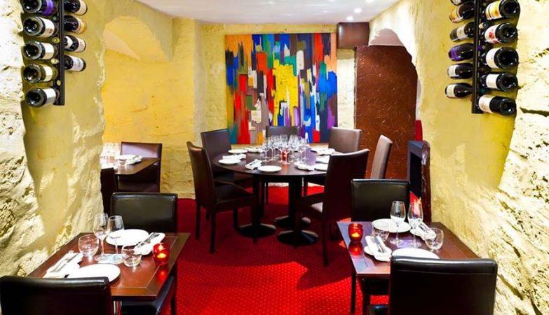 Interior do Restaurante Les Ecuries de Richelieu, em Paris