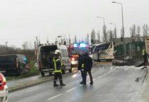 Um acidente entre um autocarro escolar e um camião em Rochefort, França
