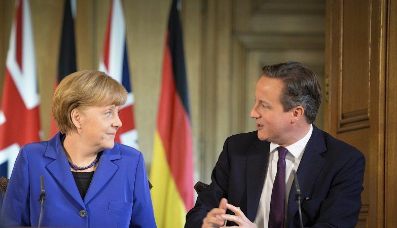 A chanceler alemã, Angela Merkel, com o primeiro-ministro britânico, David Cameron