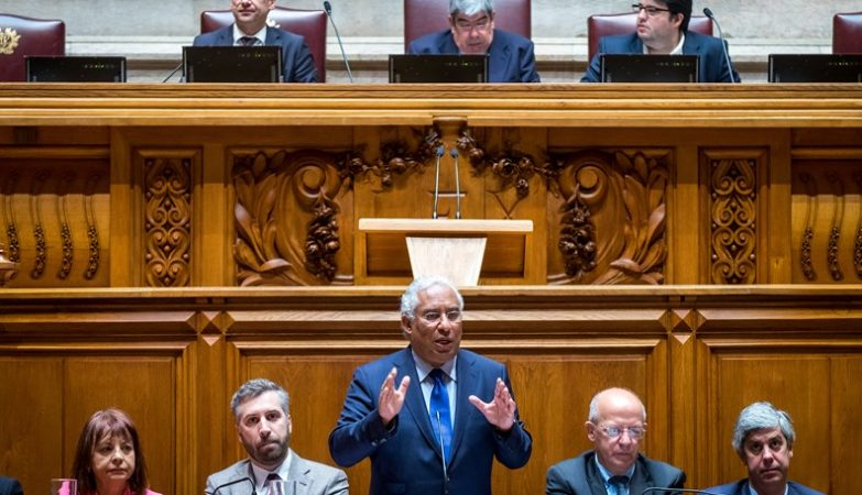 O primeiro-ministro António Costa discursa no Parlamento