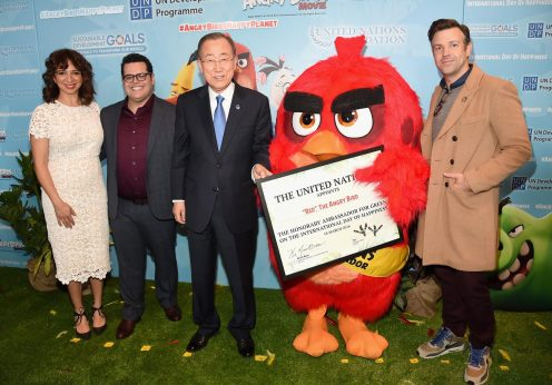 o secretário-geral da ONU, Ban Ki-Moon, com Red, o embaixador do Dia da Felicidade