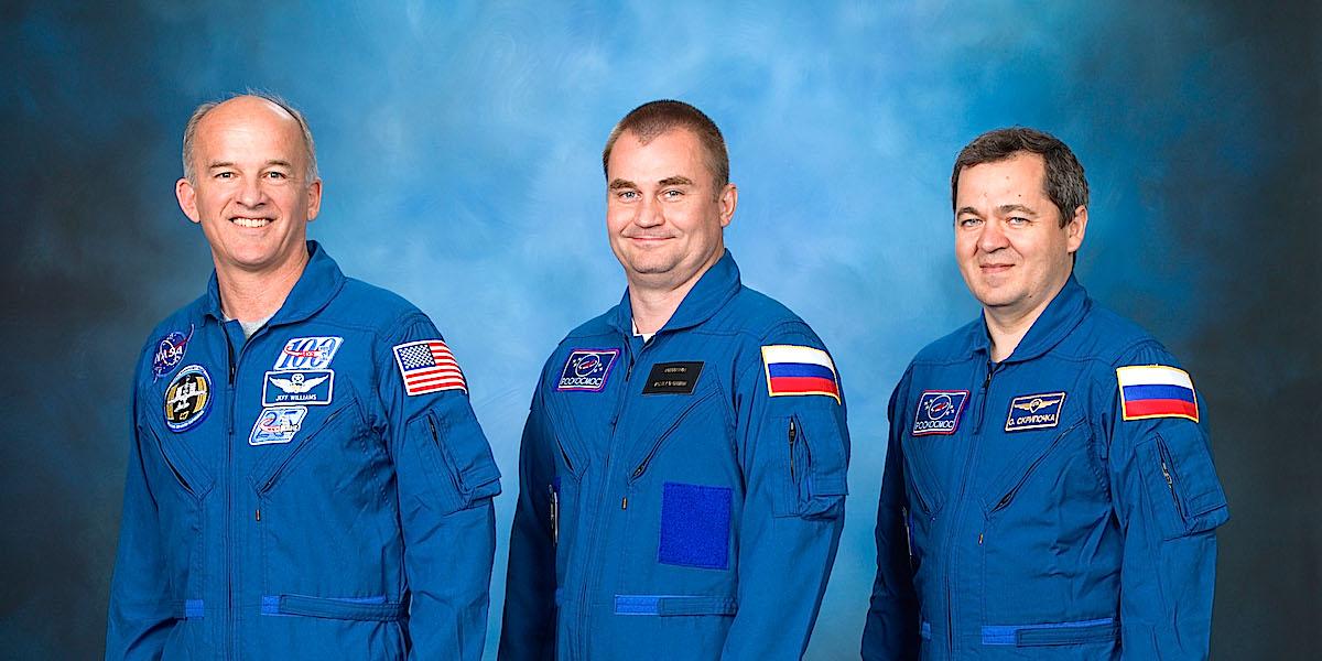 O astronauta Jeff Williams, da NASA, e os cosmonautas Alexey Ovchinin e Oleg Skripochka, da Roscomos