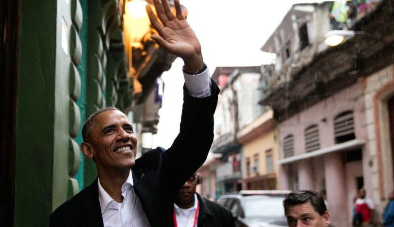 O presidente Barack Obama à entrada de um restaurante em Havana antiga, Cuba, 20 de Março de 2016