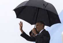O presidente Barack Obama e a primeira dama Michelle Obama à chegada a Cuba, 20 de Março de 2016