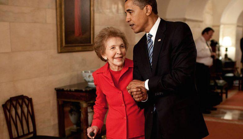 A ex-primeira-dama Nancy Reagan com o presidente Barack Obama