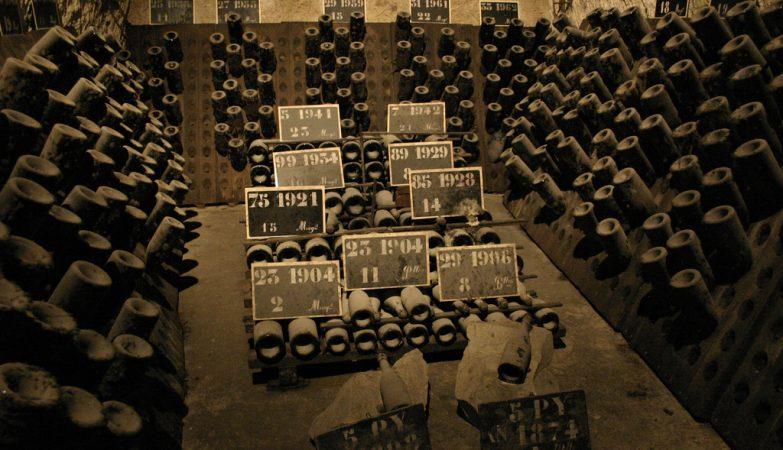 A garrafa de vinho mais antiga do mundo data de cerca de 1679 e foi encontrada na garrafeira do artilheiro-mor de Inglaterra