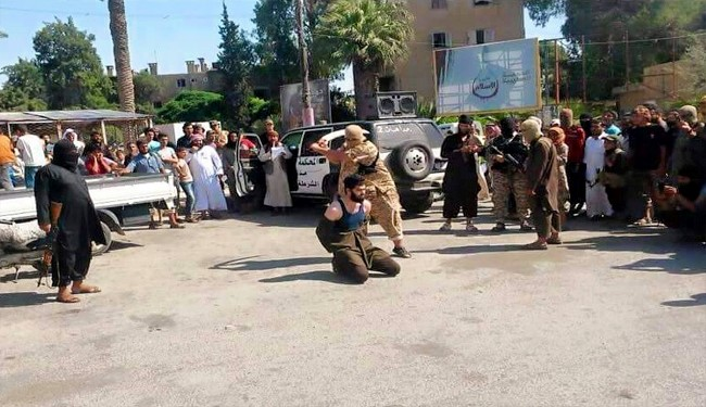 O alto-comandante Abu Mustafa foi decapitado numa praça pública perante dezenas de testemunhas