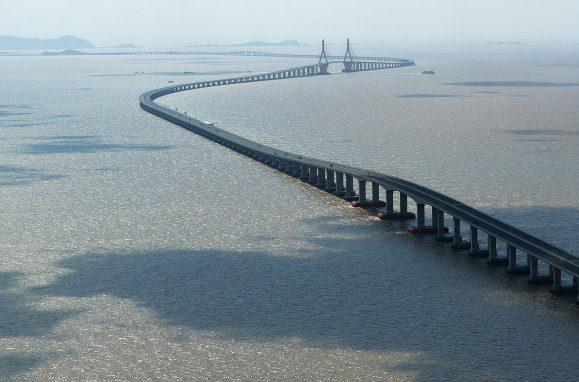 A ponte ferroviária Danyang-Kunshan, com os seus  164,8km, é considerada a ponte mais extensa do mundo. Para já.