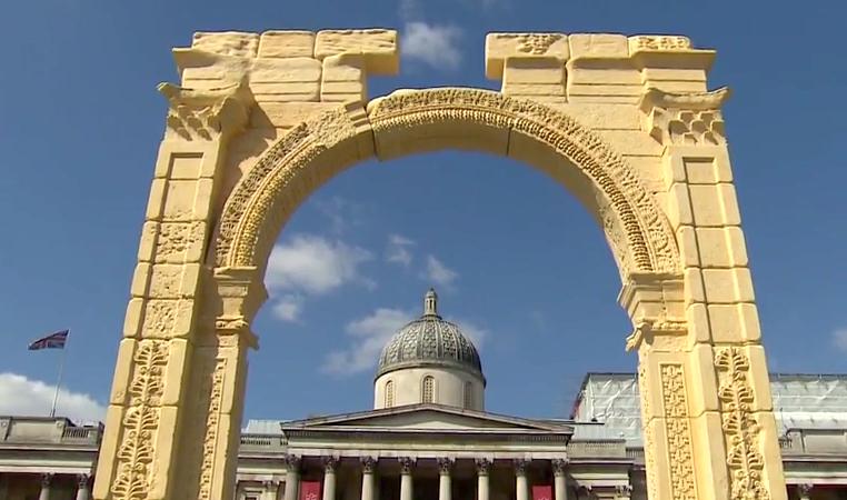 Londres inaugurou réplica do Arco do Triunfo de Palmira destruído pelo Estado Islâmico