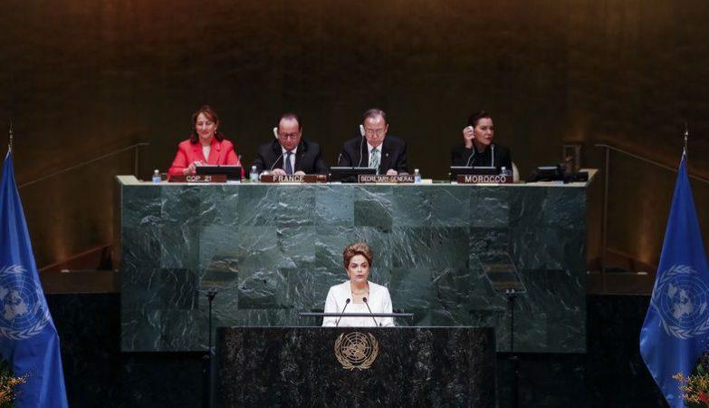 Presidente Dilma Rousseff durante sessão de abertura da cerimónia de assinatura do acordo de Paris