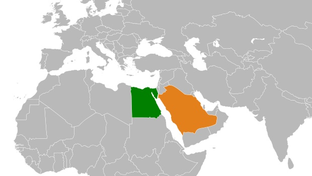 O Mar Vermelho separa dois países (Egipto, Arábia Saudita), e dois continentes (África, Ásia)