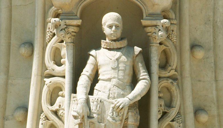 Pormenor estátua D. Sebastião, na Estação do Rossio