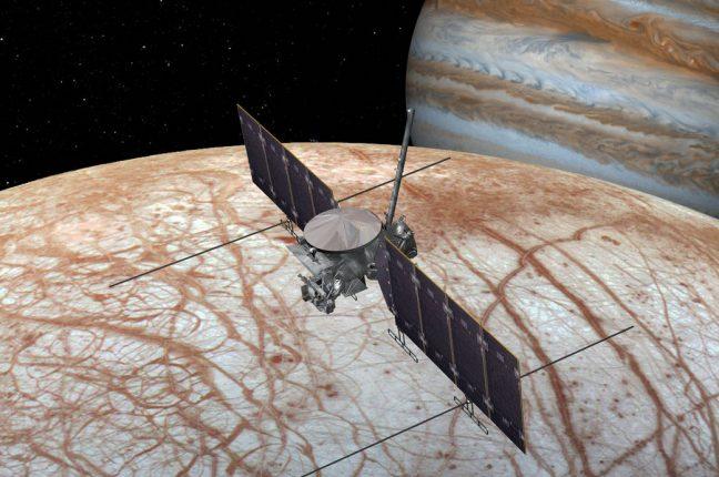 Conceito artístico da nave que a NASA está a preparar para uma missão a Europa, na década de 2020