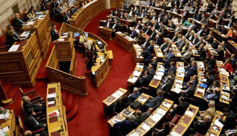 Alexis Tsipras no debate do programa de austeridade no Parlamento da Grécia