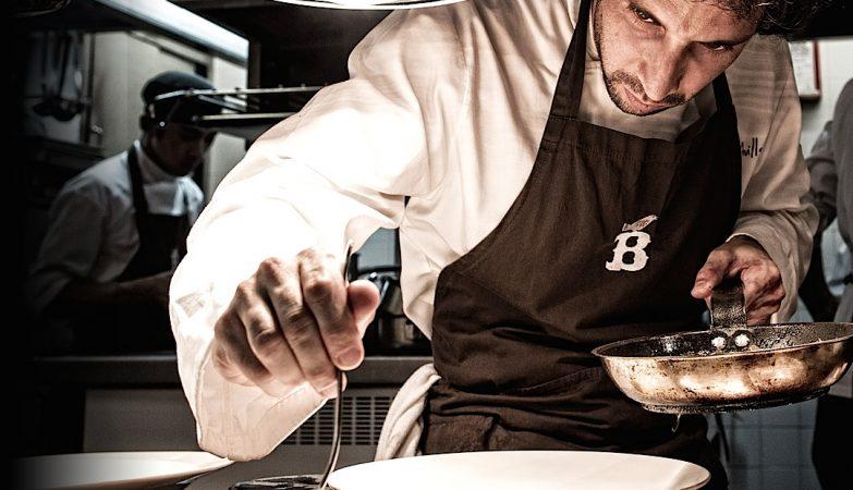 O chef José Avillez na cozinha do restaurante Belcanto