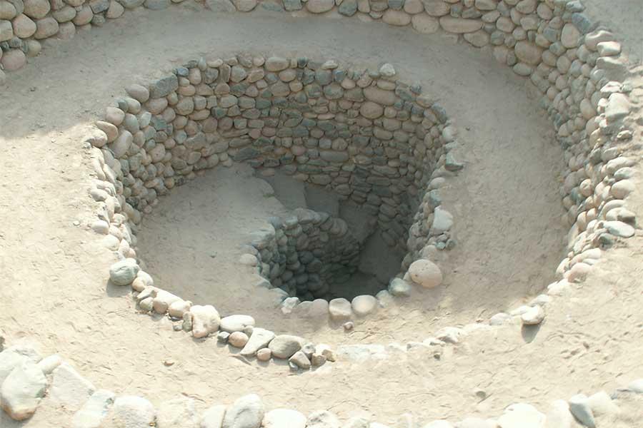 """Buracos saca-rolhas de Nazca, Peru, conhecidos como Puquios, integravam """"sistema hidráulico sofisticado""""."""