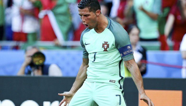 Ronaldo celebra o 2-2, golo de calcanhar, frente à Hungria
